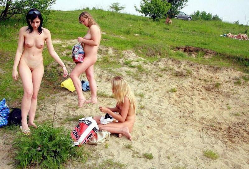 на речке девушки голые фото