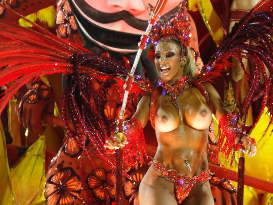 Девки голышом на карнавале смотреть онлайн