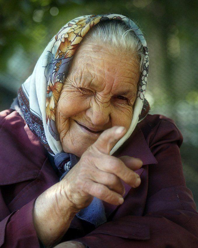 pozhilaya-drochit-parnyu