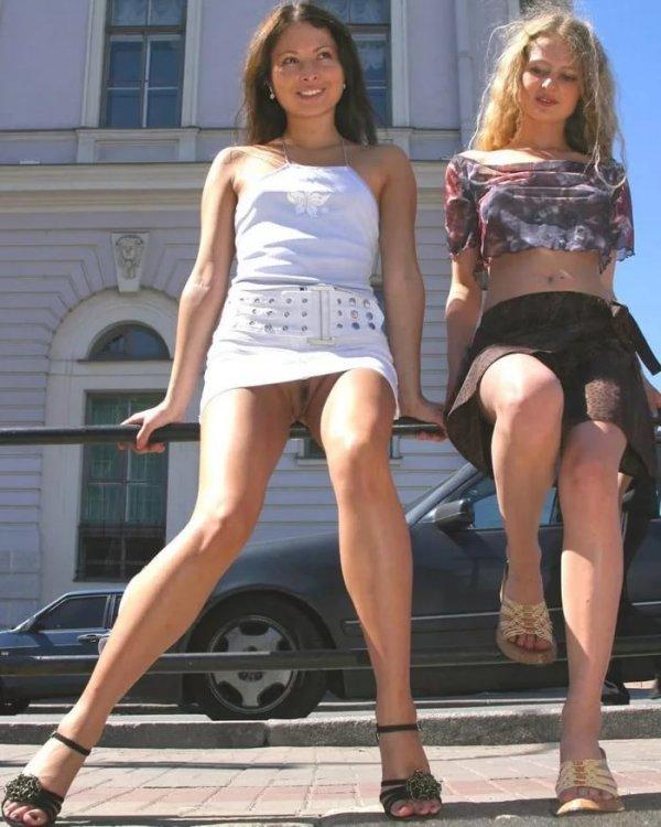 Под юбкой без трусов в транспорте видео, групповой секс частное