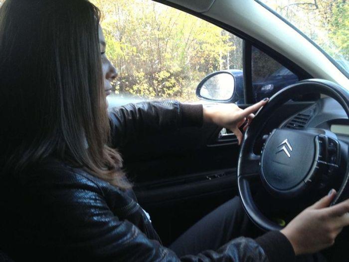брюнетка русская в машине