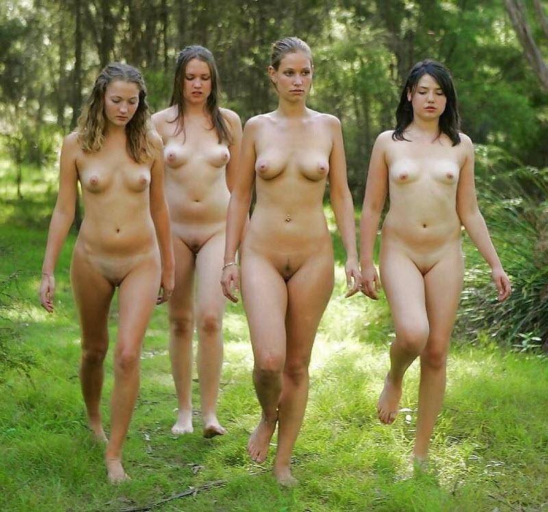 Видео голых женщин на людях