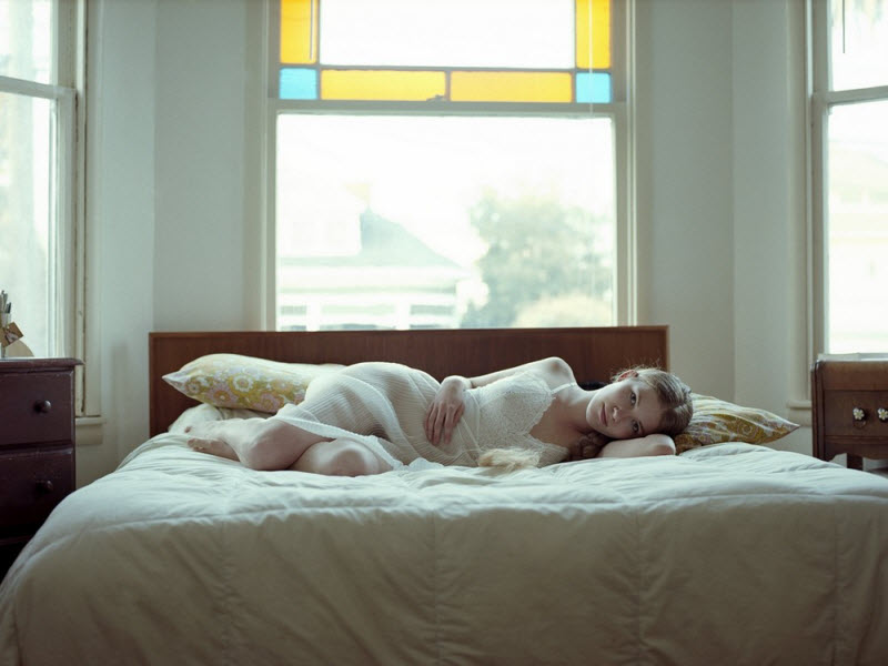 девушки в спальне фото