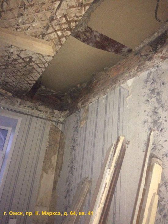 Аварийный дом в Омске на грани обрушения