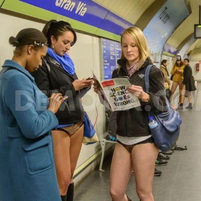 Прикольные фотографии женщин без штанишек 9 фотография