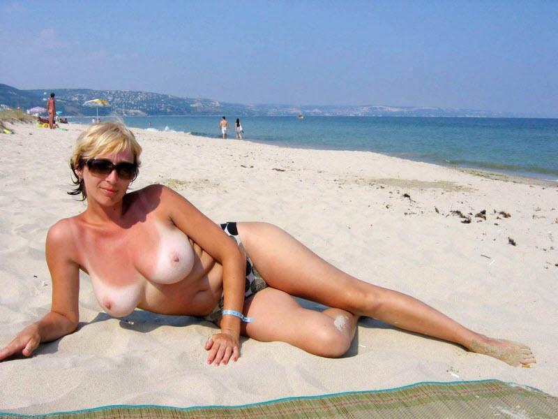 Откровенные фотоснимки жены на пляже все-таки множество
