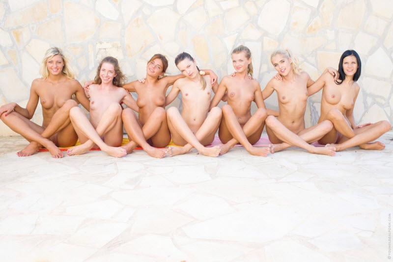 групповое позирование голыми видео обхватил
