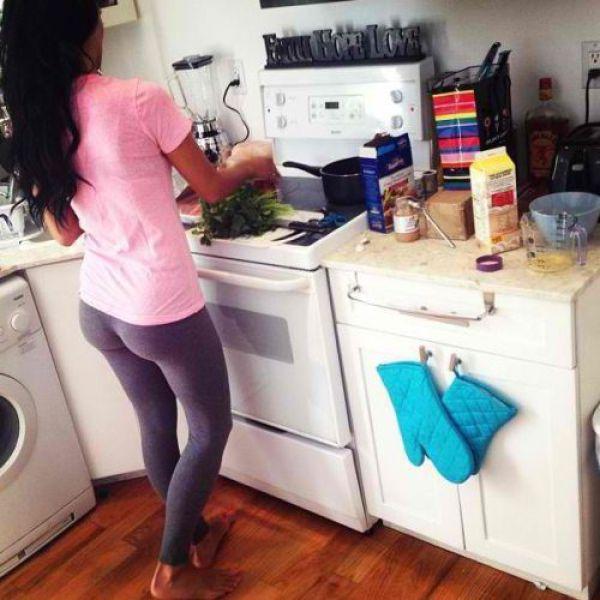 Реалистическое порно фото домохозяек в леггинсах
