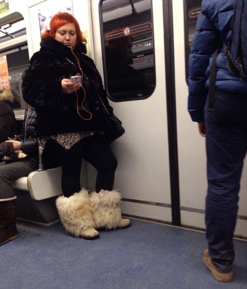 восхищён фото странных людей в метро спб ягодицах одна