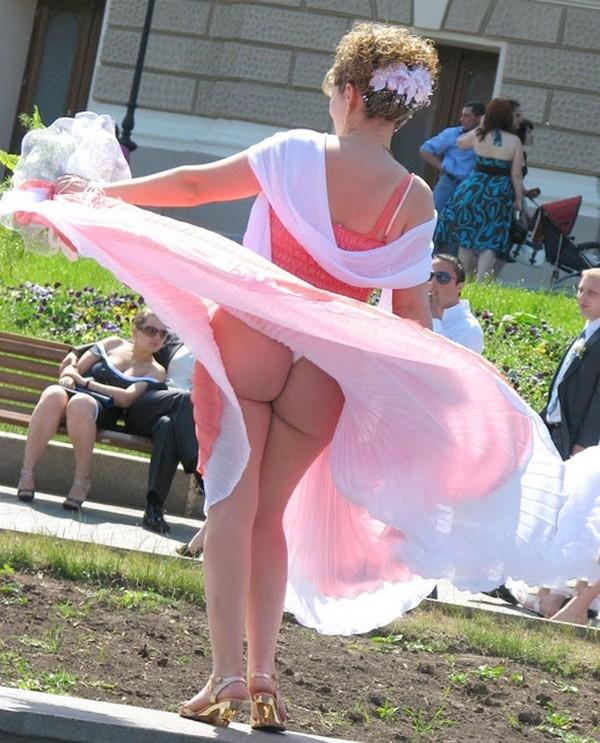 Задрал платье девушке просмотр — img 15