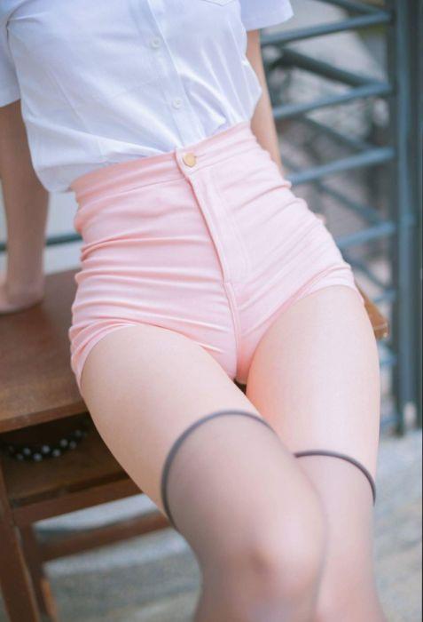 Смотреть фото девушек в шортиках