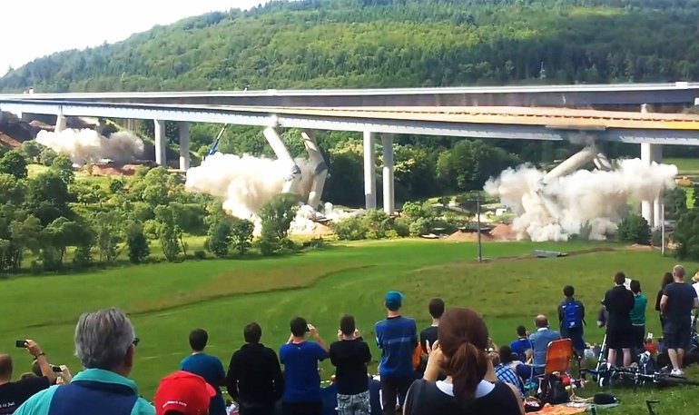 Как взрывают аварийные мосты