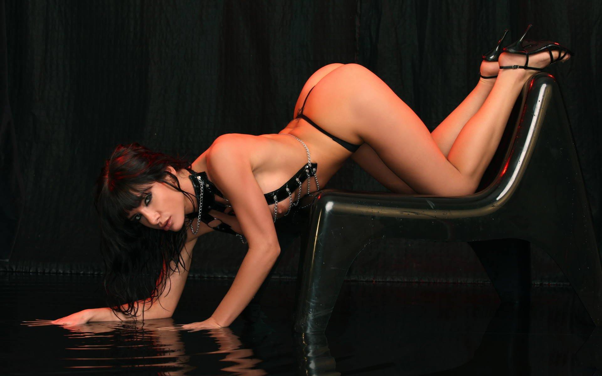 nayti-eroticheskie-oboi