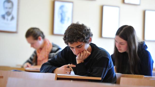Как студенты учат уроки