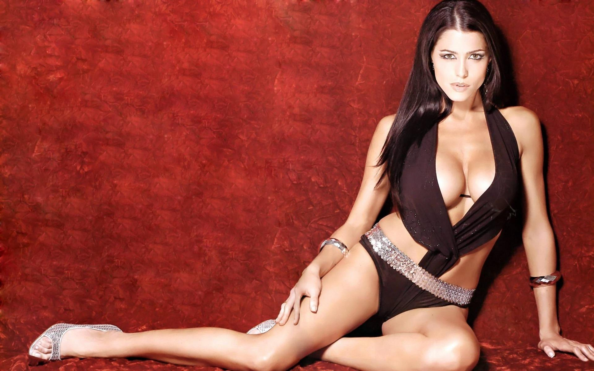 kartinki-na-rabochiy-stol-televedushih-eroticheskie