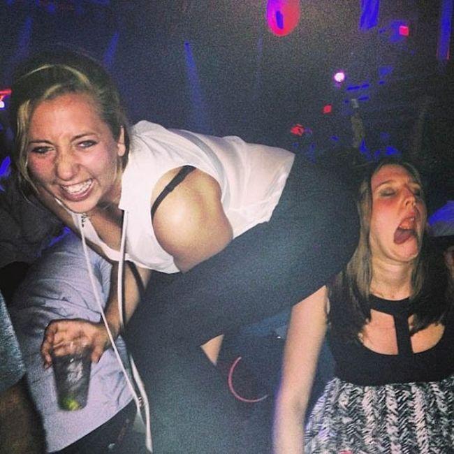 Пьяные девушки видео на дискотеке минет порно ролики
