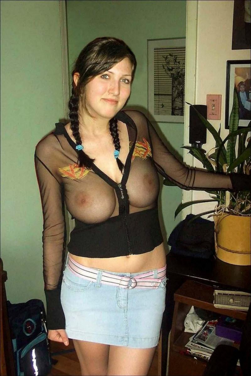 Фото женщин домашние без лифчика