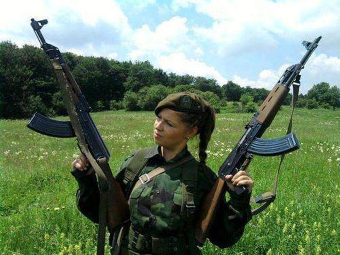 Фото девушек с оружием в руках