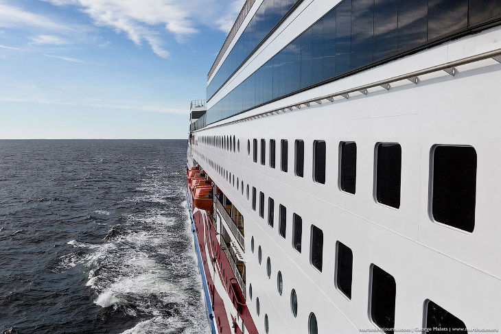 Camina en el lujoso barco Viking Grace.
